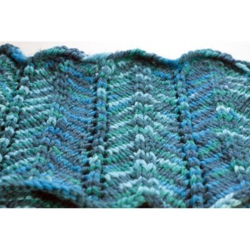 Cascade Yarns C246 Chevron and Feather Cowl (Free) -  ()