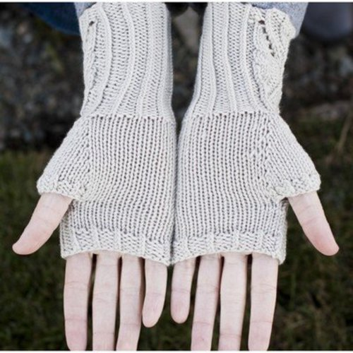 Cascade Yarns DK337 Lace and Cable Fingerless Gloves (Free) -  ()