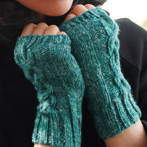 Cascade Yarns DK641 Chain Link Hat and Gloves (Free) -  ()