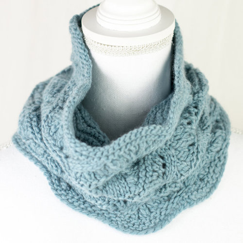 Cascade Yarns W699 Confirmation Cowl (Free) -  ()