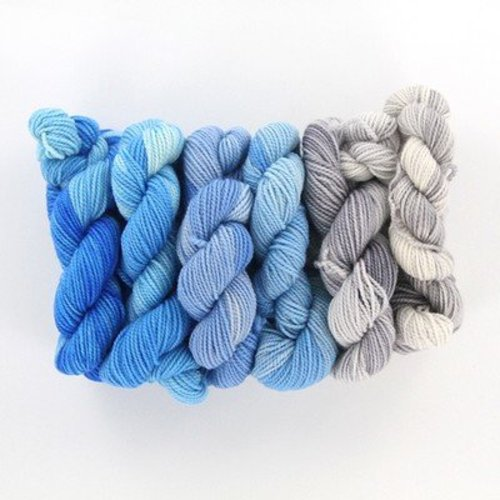 Done Roving Yarns Frolicking Feet Mini Gradients - Winter Sky (01)