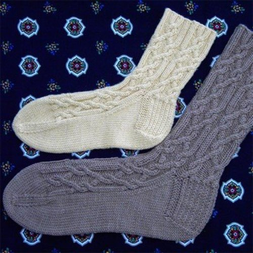 Figheadh Yarnworks Red Rover Cable Socks PDF -  ()