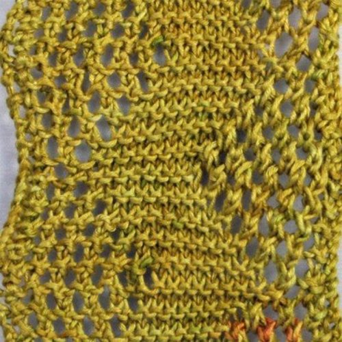 Gardiner Yarn Works Any-Gauge Reversible Pinecone Scarf PDF -  ()