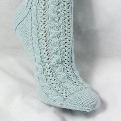 Gardiner Yarn Works Cabled Lace Socks PDF -  ()