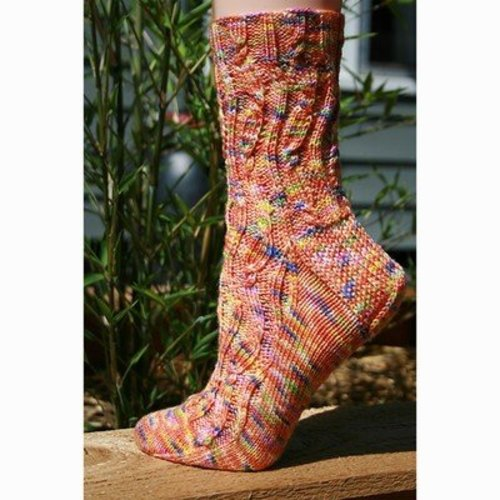 Gardiner Yarn Works Wavering Cable Socks PDF -  ()
