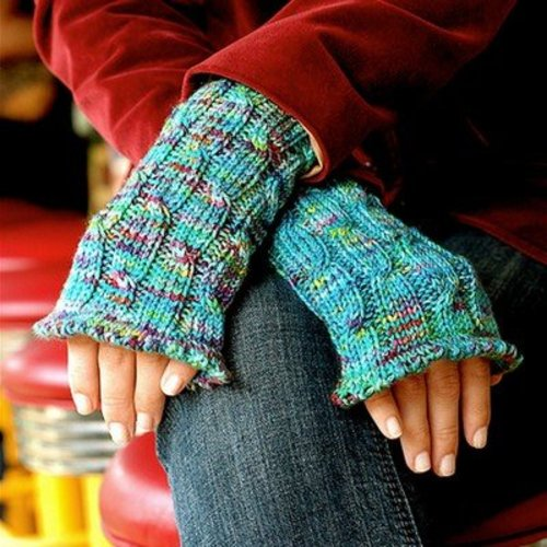 Grace Akhrem Cabled Wrist Warmers PDF -  ()