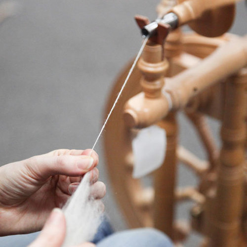 Introduction to Handspinning on a Wheel, section 1 -  ()
