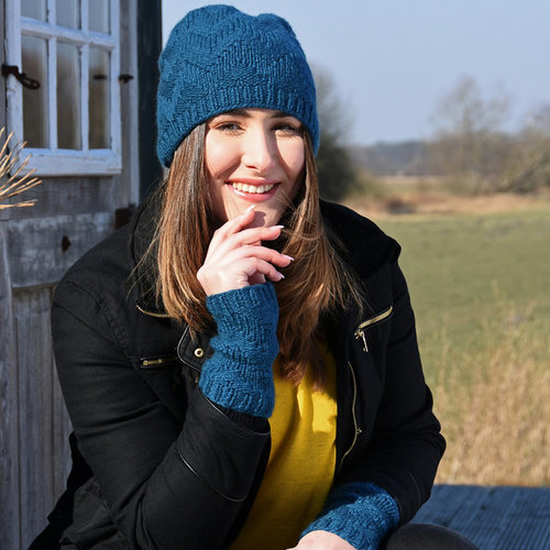 Juniper Moon Farm Borghild Hat and Wristlets PDF -  ()