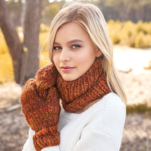 Lana Grossa Designs 15 & 16 Neck Warmer & Mittens Kit in Olympia Alpaca - Model (01)