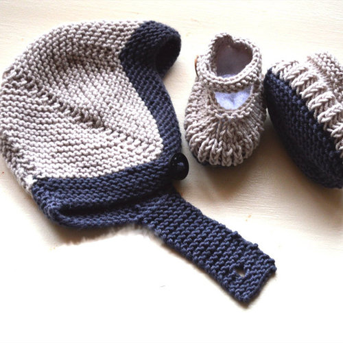 OGE Knitwear Designs P082 Bootees and Matching Helmet PDF -  ()