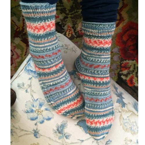 Schachenmayr Socks with Cable Detail (Free) -  ()