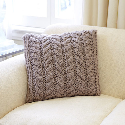 Third Piece Twisted Cable Pillow PDF -  ()