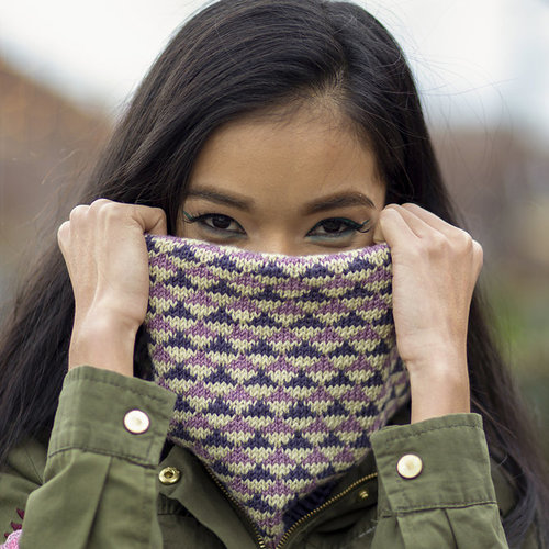 Universal Yarn Equilateral Cowl (Free) -  ()