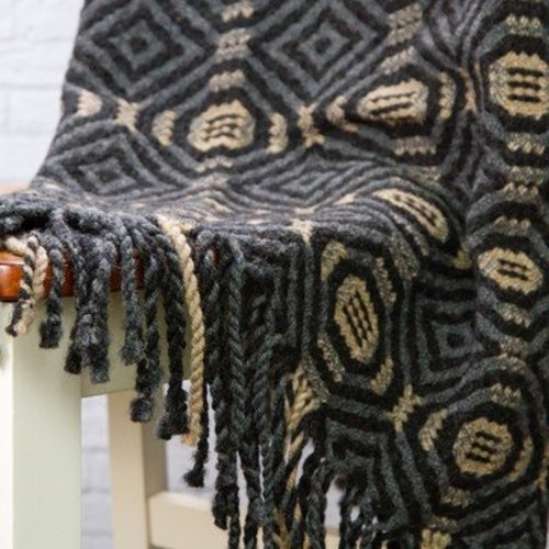 Valley Yarns #81 Labyrinth Lap Robe PDF -  ()