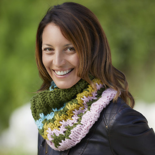 Valley Yarns 811 Bargello Cowl Kit - Model (01)