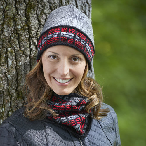 Valley Yarns 826 Modern Lumberjack Plaid Hat Kit - Model (01)