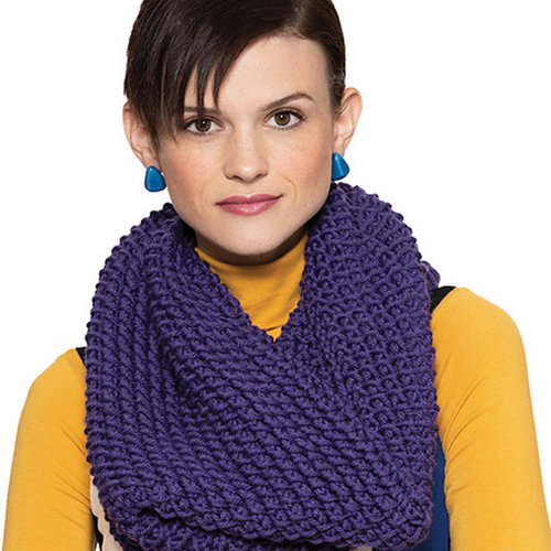 Vogue Knitting Warp Weft Cowl Kit - Grape (Model) (01)
